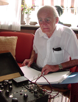 Kristian Fougner with his 'Polish' radio in 2010  (Photo: Magne Lein)